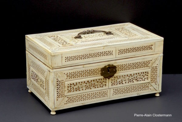 Walrus ivory Russian box - Archangelsk, c. 1780